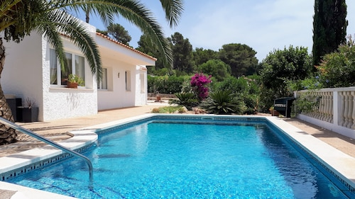 Comfortable Villa With Pool, sea Views, Close to Santo Tomas Beach