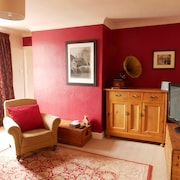 Cosy Central Flat, Forfar