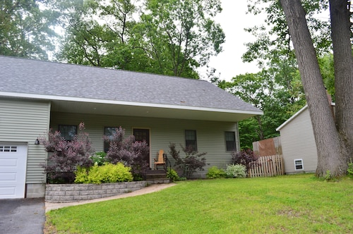 Saratoga Springs House Rental 3 BR, 2 BA. Includes Wifi, A/C and Parking