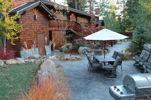 The Norh Lake Lodges is a Quaint Boutique Resort in Incline Village