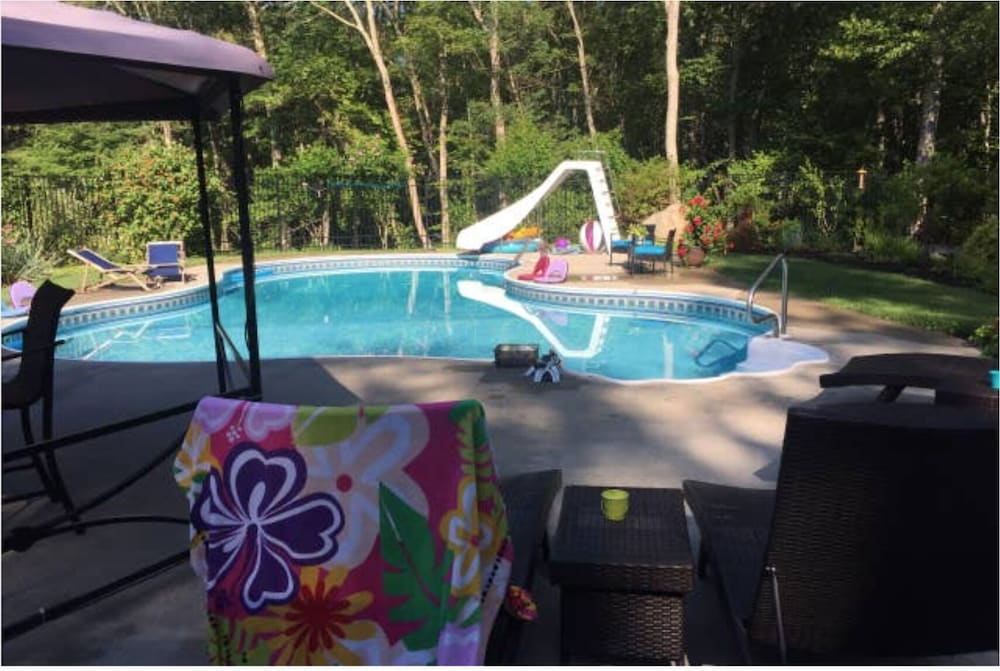 Pool, TREEHOUSE PARADISE serene nature w resort-like pool close to URI, trails, beach