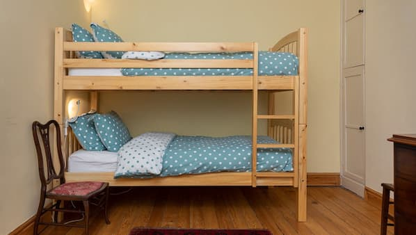 3 bedrooms, Egyptian cotton sheets, iron/ironing board, WiFi