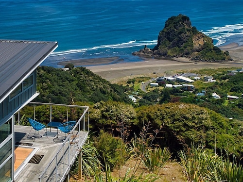 Lion Rock Lookout - Piha Holiday Home