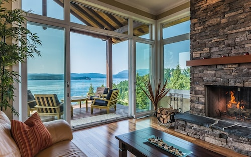 Couples & Adults Luxury Oceanfront Getaway Home!
