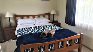 3 bedrooms, iron/ironing board, free WiFi, linens