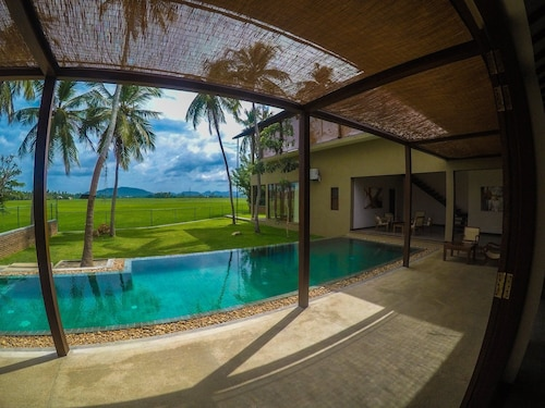 Luxury Villa With an Outdoor Pool - BNB