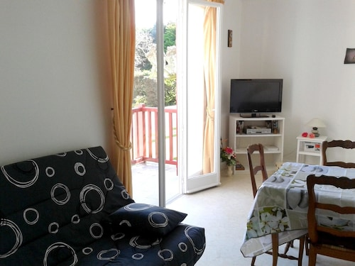 Studio in Guéthary, With Balcony - 150 m From the Beach