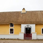 Original Thatched Cottage With Modern Amenities