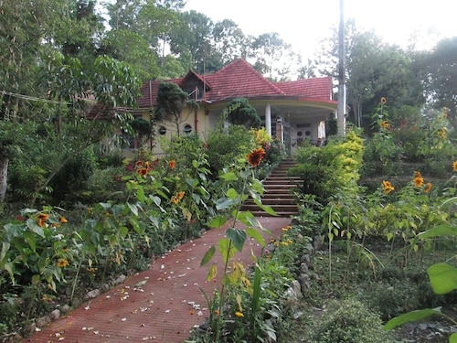 Gorgeous Homestay at 70-year old Colonial Bungalow and Farm