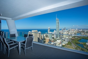 Circle On Cavill Riverview Modern Spa Apartment