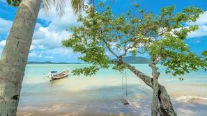 Plage, navette gratuite vers la plage, parasols, serviettes de plage