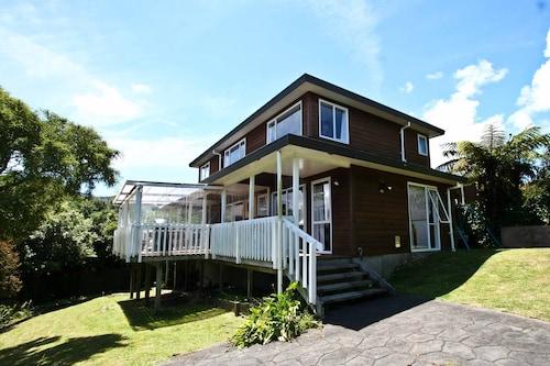 Wellington Modern Large Family House - Sleeps 10