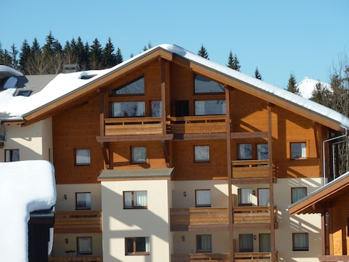 Stunning Top-floor, High Celings Ski Ski Out and Spa In French Alps