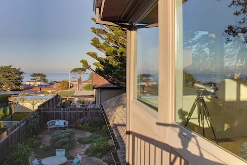 Pacific Grove Golf Links Accommodation: AU$154 Hotels Near
