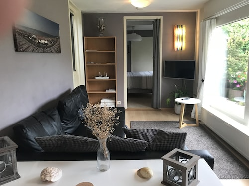Cozy Apartment Close to the Beach, Dunes and Center