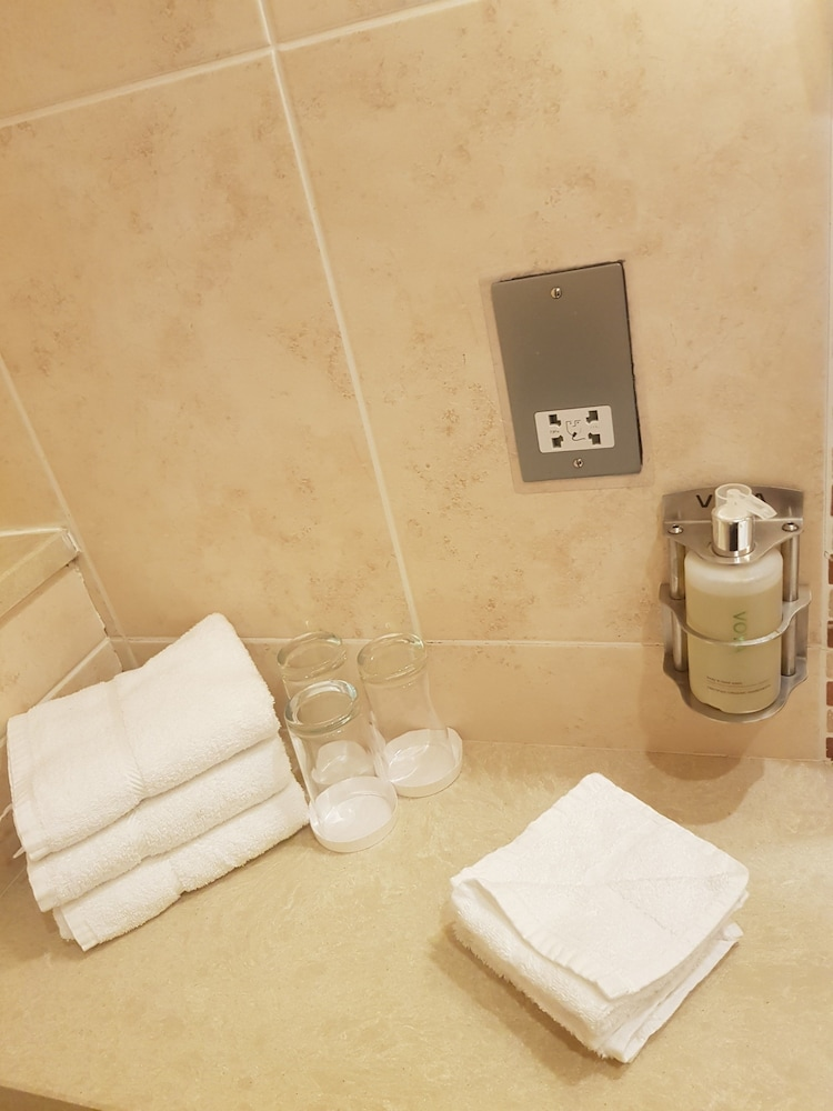 Bathroom Amenities, Fiddle and Bow Hotel