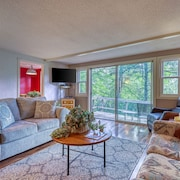 Mountain Condominium W/natural Light - Close to ski Lodge and Covered Balcony