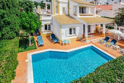 Open Plan Spacious Villa With Wifi