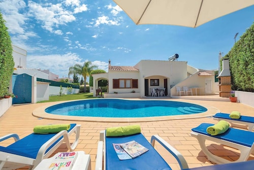 2 bed Villa in Guia Village With Roof Terrace
