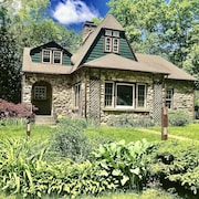 Stone House on Shawangunk River Private/family/pet Friendly, Mnt Views, Hot Tub