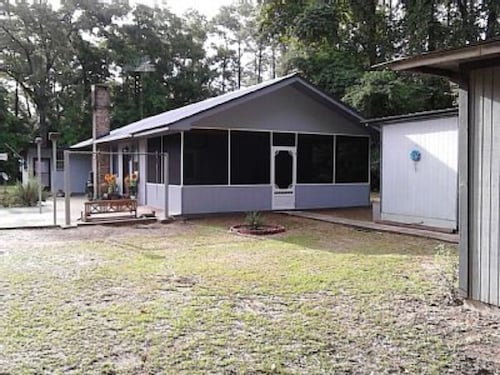 Lake Cottage, 1 Mile to Lake, Free Wifi-roku-netflix, Large Yard, Private