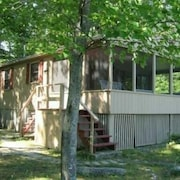 Lake Sebago 3 BR Waterfront Cottage