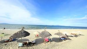 Beach nearby, white sand, 5 beach bars