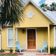 The Tiki Hut: Large Apartment Close to the Beach. In the Heart of West Pcb!