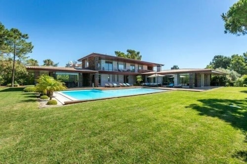 Quinta do Lago Villa, Sleeps 10 With Pool, Air Con and Wifi