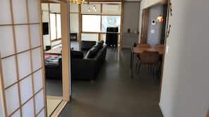 2 多间卧室、客房内保险箱、熨斗/熨衣板、免费 WiFi