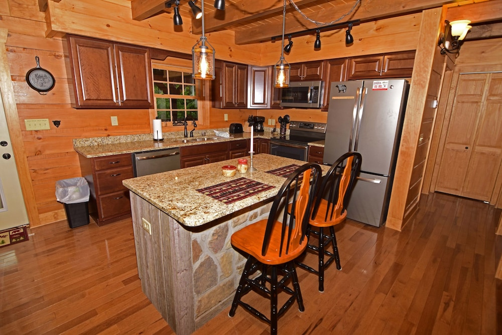 Private Kitchen, 802 Oakmont Lodge - 4 Br Cabin