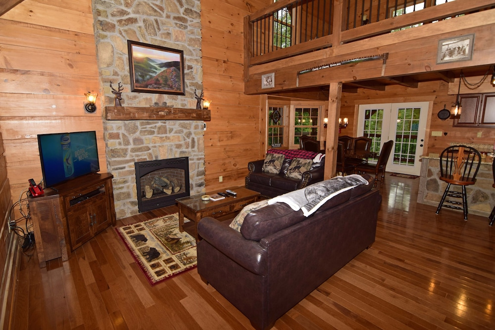 Living Room, 802 Oakmont Lodge - 4 Br Cabin
