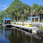 Fanning Springs,private Boat Ramp,fishing,dock,kayaks,peddle Boat,fire Pit,games