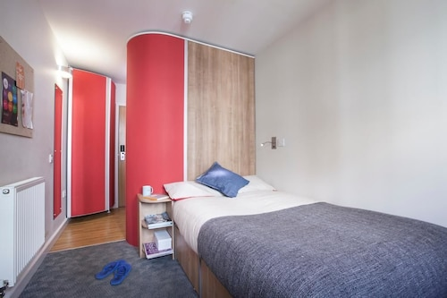 Modern Ensuite Rooms in Tottenham Hale (Student Accommodation)