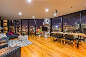 Luxury 3 Bed 2 Bath City Views