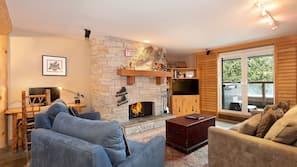 Flat-screen TV, fireplace, stereo