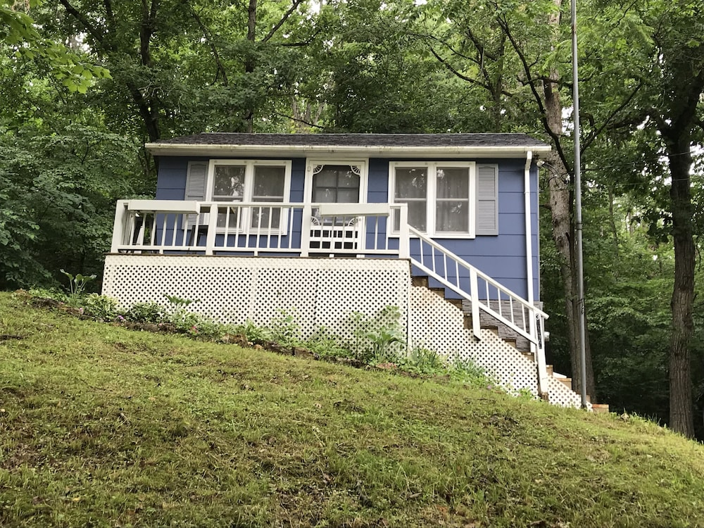 Exterior, Cozy Cabin on Lake of the Ozarks a Perfect Couples Retreat