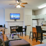 Historic, Spacious & Fun 2BR Apt @ Downtown Albany