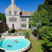 Cozy Family Castle Private + Park + Heated Pool
