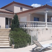 Very Beautiful Villa any Comfort With Swimming Pool on Nice Sported Ground