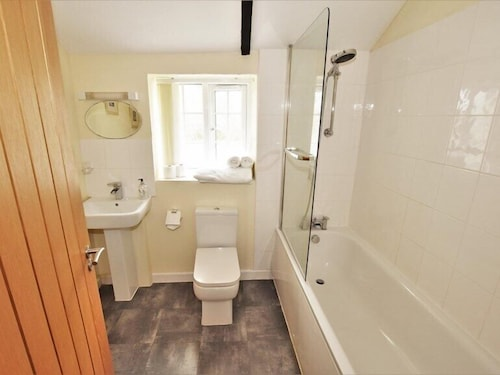 Bathroom, Nanplough Country House and Cottages