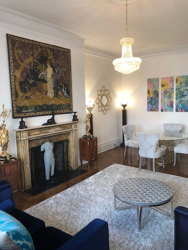 Decoraters' ONE Bedroom APT IN Historic Mansion OFF Fifth AVE