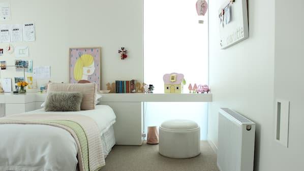 4 bedrooms, iron/ironing board, Internet
