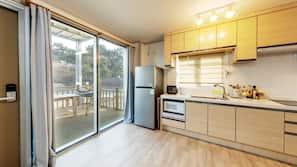 냉장고, 전자레인지, 스토브, 조리 도구/접시/주방 기구