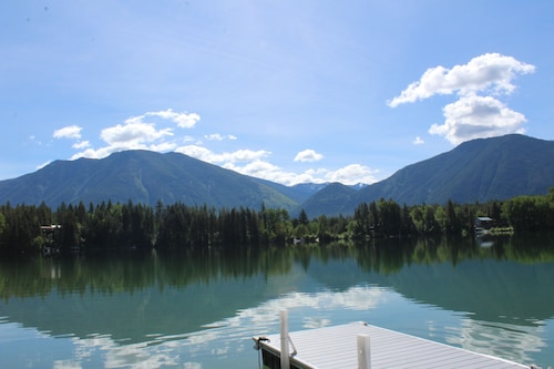 Two Bedroom, 1 Bath, Lakeview and Lake Access in West Glacier