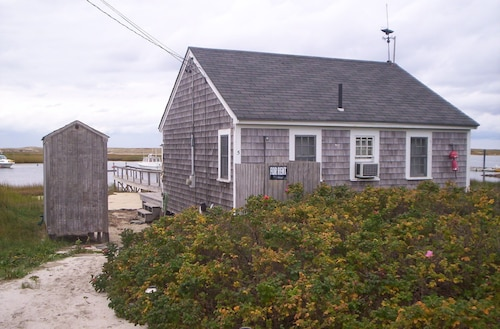 Tiny Waterfront House - Pamet Harbor, Truro. Close to Provincetown