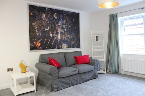 Fabulous Apartment in the City of Ripon, Close to Cathedral With Private Parking
