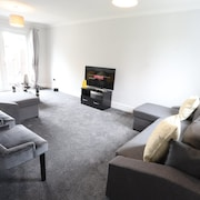 EasyTravel NEC Airport 3 Beds House