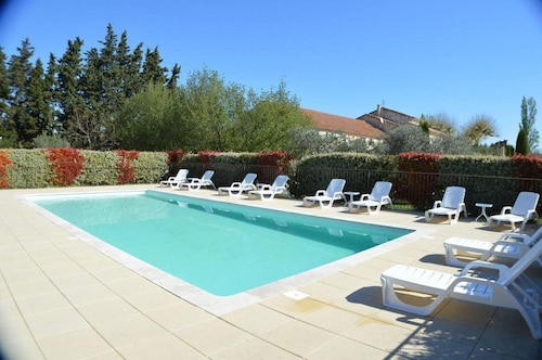 Apartment With 2 Bedrooms in Monteux, With Pool Access, Enclosed Garden and Wifi - 80 km From the Beach