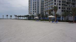 Spiaggia privata, lettini da mare
